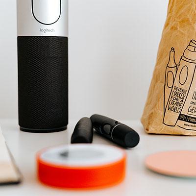 Egal ob Papier, Stifte, Whiteboard-Marker, Magnete, Workshop-Karten, Webcam für online Workshops